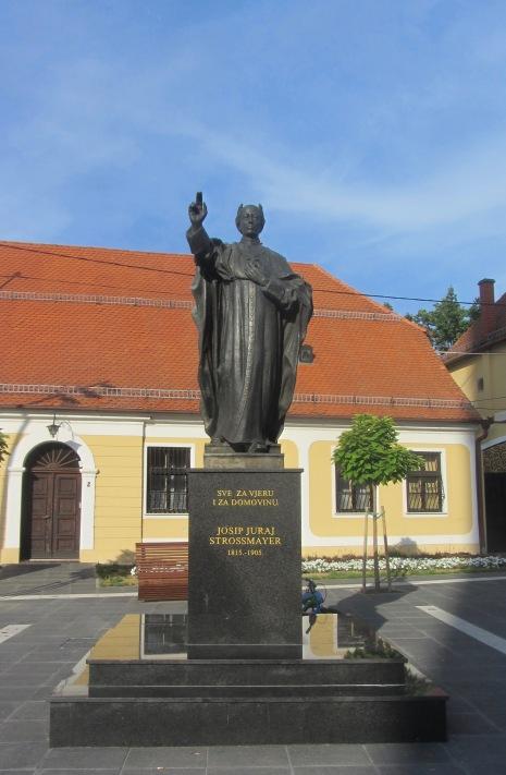 Dakovo Town Square Statue
